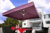 Sonnenschirm-Seitenmastschirm-Ampelschirm-Amalfi-von-Caravita-in-violett-mit-angesetztem-Volant-auf-Terrasse-am-Pool-0002
