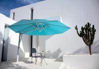 Sonnenschirm-Seitenmastschirm-Ampelschirm-Belvedere-von-Caravita-in-tuerkis-mit-Winddach-auf-Terrasse-07